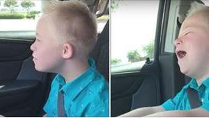 Chlapec s Downovým syndromem zpívá hit Whitney Houstonové a získá si tím i vaše
