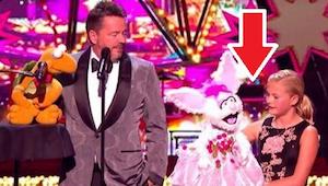 Vítězka talentové soutěže rivalizuje se svým idolem ve fenomenálním duetu (kvart