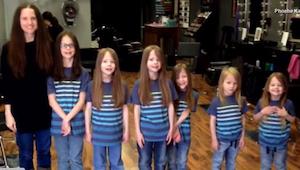 6 bratrů ve škole šikanovali spolužáci jen kvůli tomu, že mají dlouhé vlasy. Pod