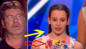 Mladá dívka se objevila na pódiu společně se 17členným chórem. Když prozradili,