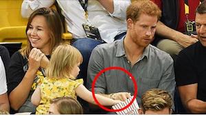 Reakce prince Harryho na holčičku, který mu kradla popkorn, nemá chybu!