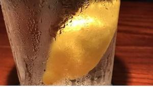 Přesvědčte se, proč je chybou, když si v restauraci objednáte vodu s citronem… U