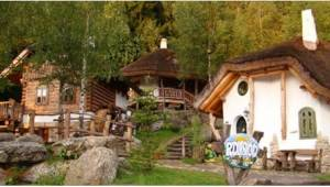 Tato vesnička vypadá jako z pohádky! Uhodnete, kde se nachází?