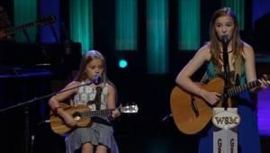 Když začaly zpívat, zcela okouzlily publikum! Tyto sestry mají talent.
