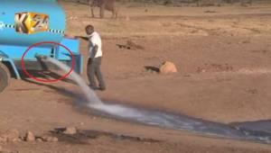Muž jel celé hodiny a měl náklad až 3000 galonů vody. Podívejte se, co se stane,
