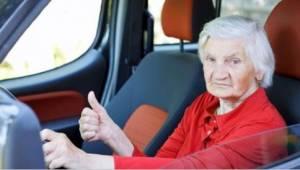 Babička jela po dálnici příliš pomalu. Důvod? Popukáte se smíchy!