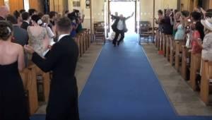 Když se v kostele objevil otec nevěsty, ovacím nebylo konce!