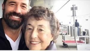 20 let pečovala o nemocného manžela. Když zemřel, zavolal jí syn a připravil to