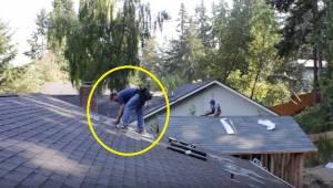 Pokrývači pracují na střeše a začne hrát hudba. Reakce muže v džínách pobavila c