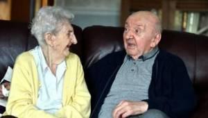 To, co 98letá žena dělá pro svého 80letého syna, je obdivuhodné, ale i šokující