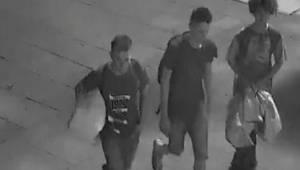 Trojice náctiletých pomohla bezdomovci. Neměli tušení, že je natočila kamera.