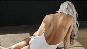 Fotografie 61leté ženy v plavkách dostaly internet. Podívejte se na její obličej
