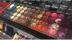 Dítě zničilo v prodejně Sephora produkty za téměř 27 000 Kč! Jedna zákaznice se