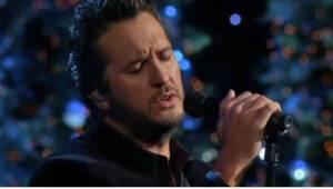 Hvězda country hudby, která zpívá tradiční koledu? Jeho fanoušci byli skeptičtí,