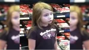 8letou holčičku natočili, jak zpívá v supermarketu. Rychle se stala senzací inte