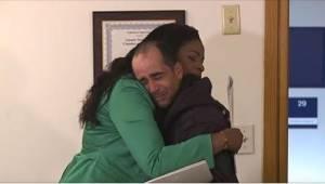 Bezdomovec našel šek na obrovskou sumu peněz a… vrátil ho majitelce. Odměna byla