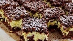 Jedná se o jeden z jednodušších koláčů. Ta tvarohová náplň je úžasná!