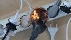 Varování hasičů – nikdy nepoužívejte tuto prodlužovačku!