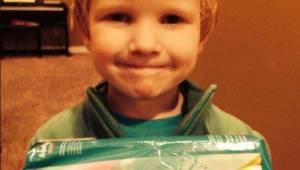 To, co chlapec řekl o hygienických vložkách, v obchodě rozesmálo všechny zákazní