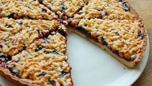 Tento jednoduchý koláč zvládne každý – stačí několik ingrediencí a výsledek je ú
