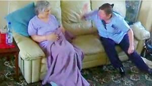 Co skrytá kamera zaznamenala v salonu ženy trpící demencí, je šokující!