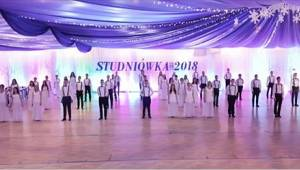 Waltz z maturitního plesu se stal hitem internetu! Maturanti představili unikátn