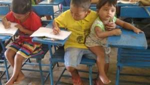 Chlapec přišel do školy společně s mladším bratrem. To, co řekl učitelce, ji doj