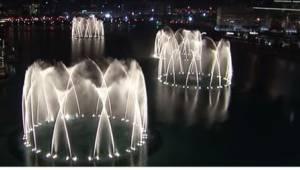 Žádná multimediální fontána se nevyrovná té v Dubaji. Zjistěte, v čem spočívá je