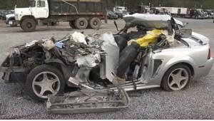 17letá dívka zemřela při autonehodě. Když se policisté podívali do vraku auta, č