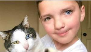 7letý chlapeček se styděl za svůj vzhled, poté dostal jako dárek výjimečného koc