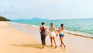 Vědci potvrzují: ženy by měly jezdit na dovolenou se svými kamarádkami. Jsou pak
